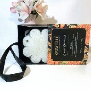 SPONGELLE Sweet Cedarwood Boxed Flower Sponge NIB